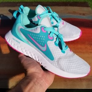 Nike Legend React - US size 7Y or Wms 8